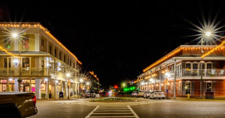 Oxford Square lit up during the holidays