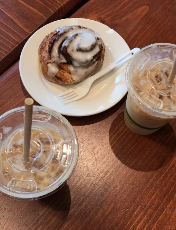 Filter Coffee Parlor cinnamon roll + lattes