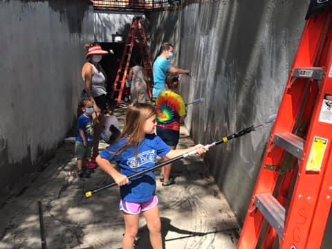 Kids painting the Shades Cahaba mural