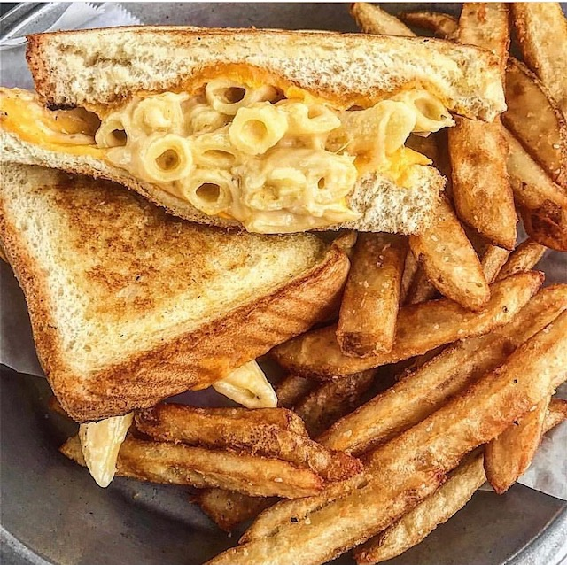 Melt mac and cheese grilled cheese