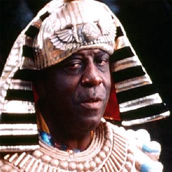 Sun Ra incorporated Egyptian imagery into his live performances. Photo via Dystopos on Bhamwiki
