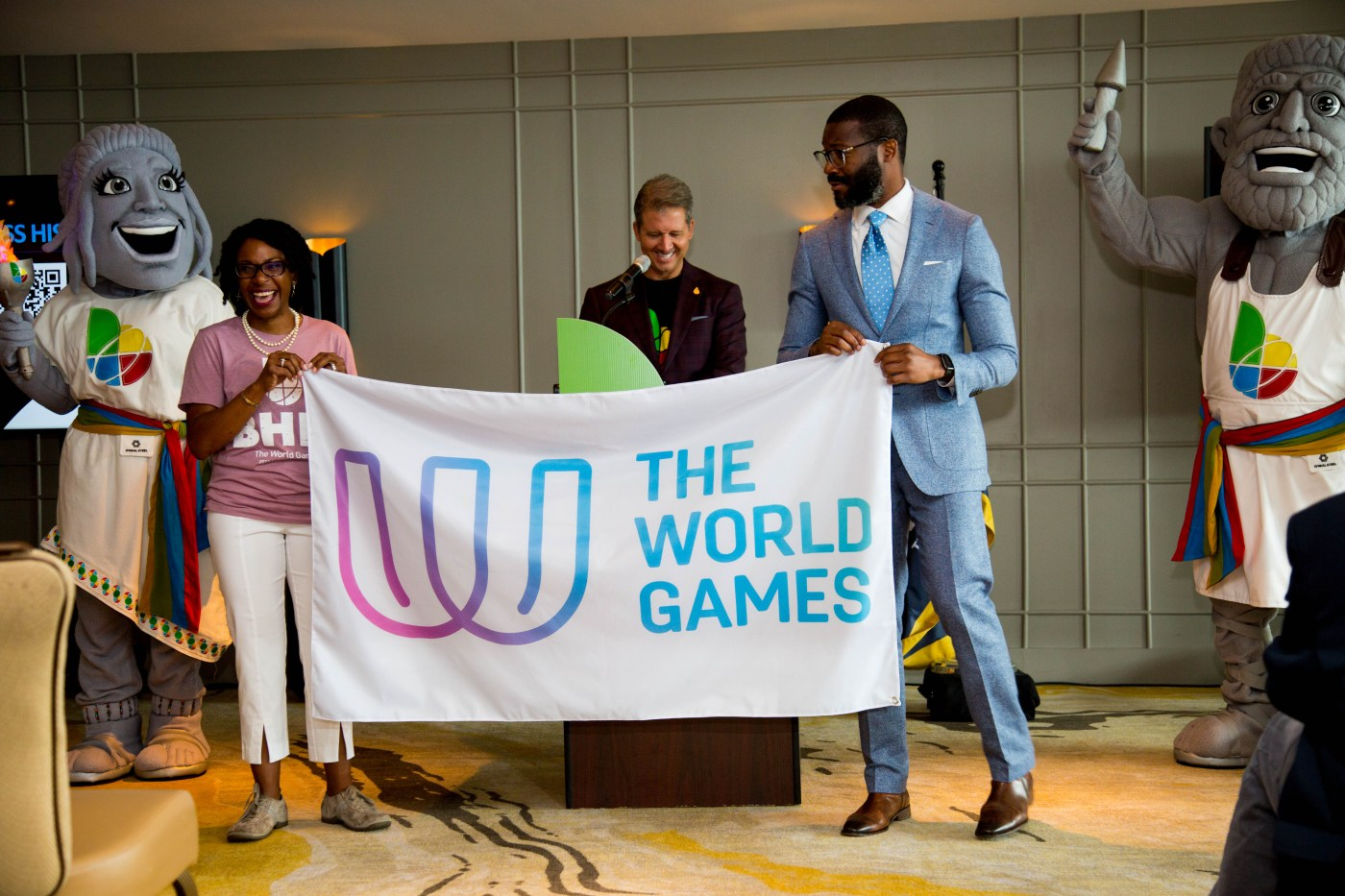 Mayor Woodfin poses with The World Games 2022 staff during press release