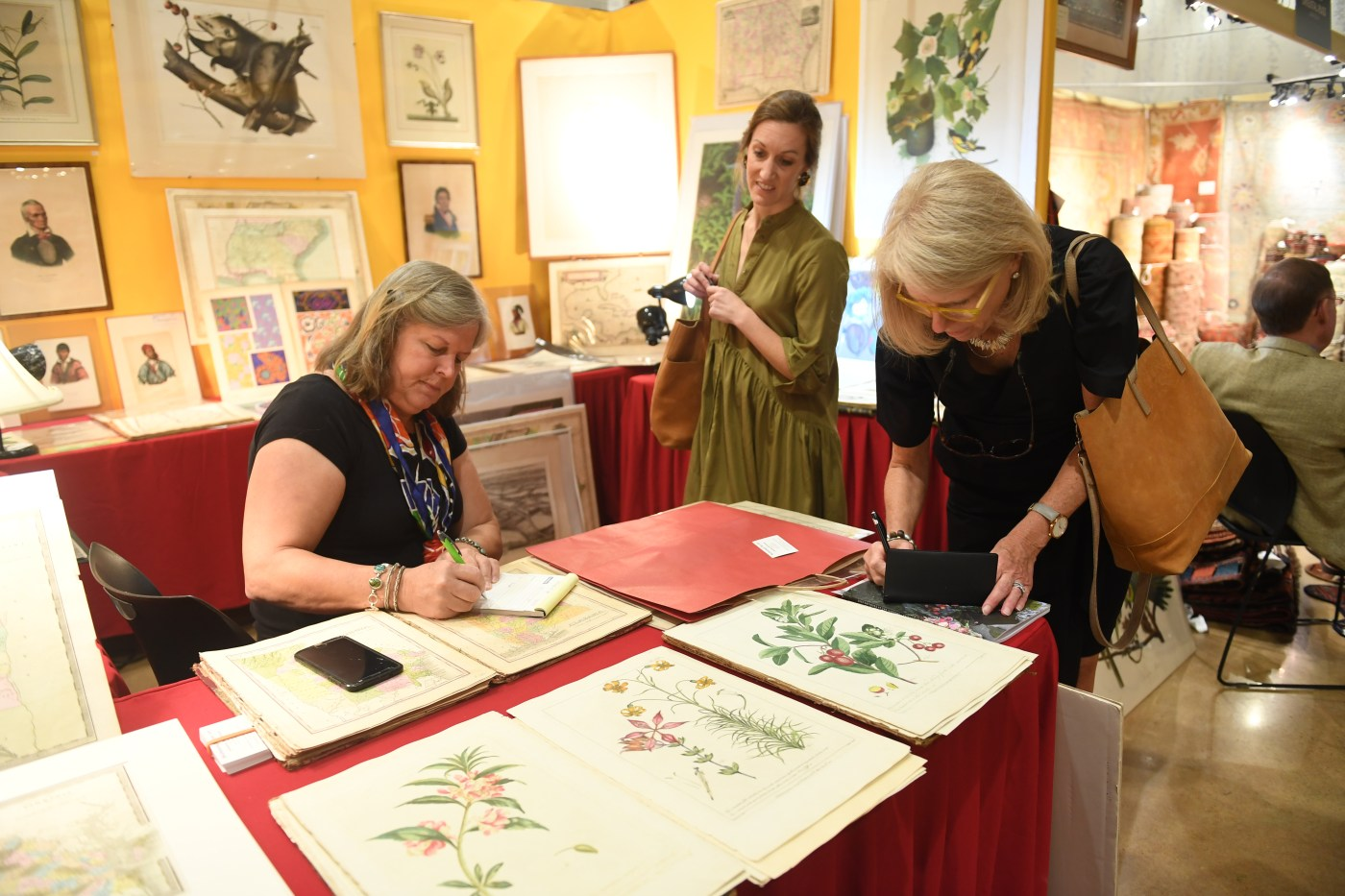 women buying prints at Antiques at the Gardens