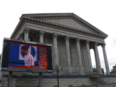 The Big Screen in Victoria Square - queen verena/Flickr