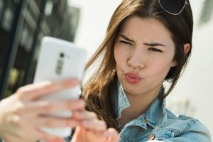 Can Selfie Hamper Your Skin