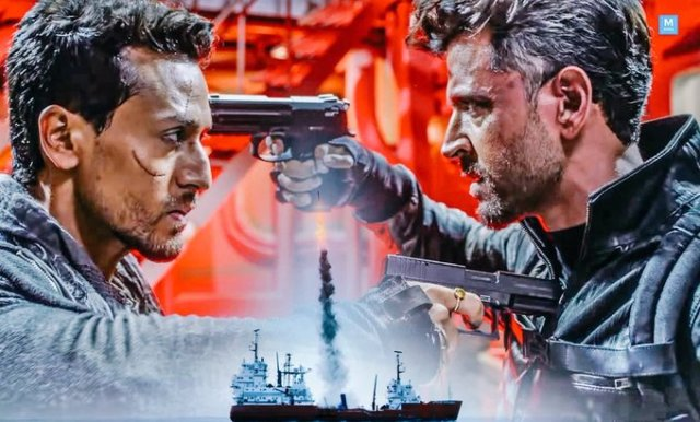 War Movie Review: Hrithik-Tiger's War in Action, Why Watch? Review