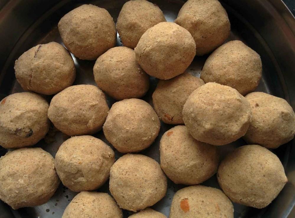 Wheat Flour Laddu( Godhumai maavu laddu ) (4/4)