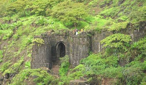 places-to-visit-pune-sinhgad