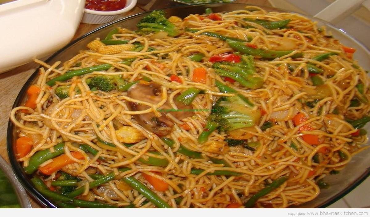 Vegetable Chow Mein Hakka Noodles Bhavna S Kitchen