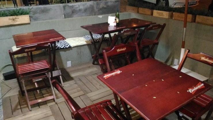 ayres-empanadas-argentinas-mesas-externas