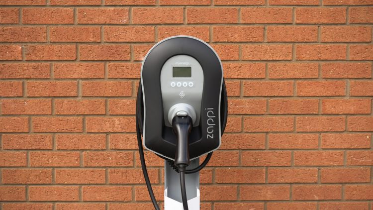 Can you charge an electric vehicle battery with solar panels - zappi smart charger