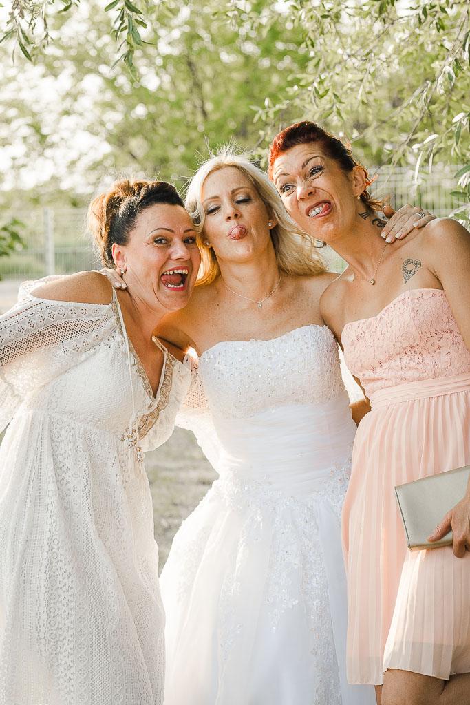 Photographe de mariage,Photo d'amie d'enfance l'ors du mariage de Lucile à Saint Roman