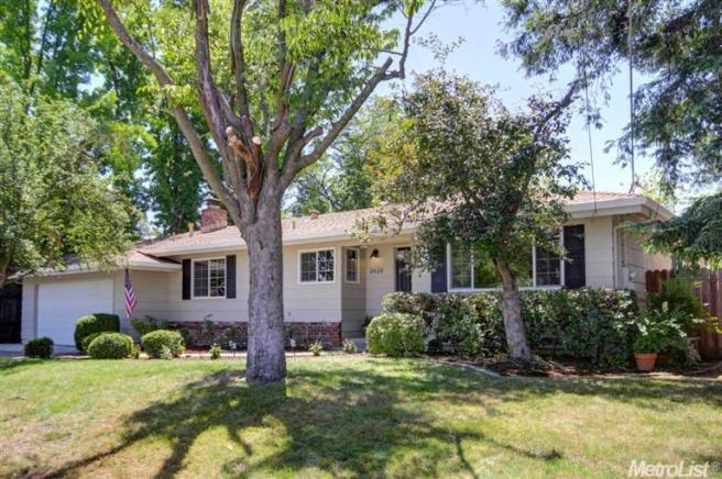 3920 Hillcrest Ln, Sacramento, CA 95821