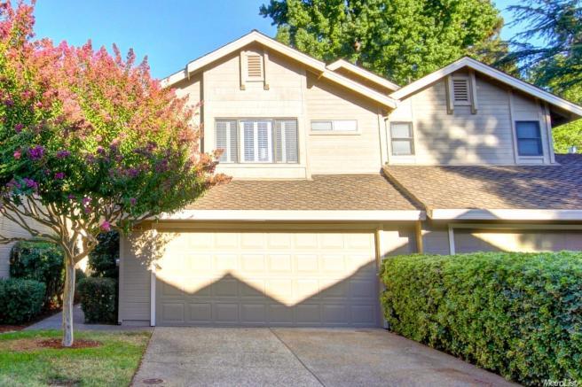 2152 University Park Dr, Sacramento, CA 95825