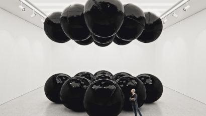 Black Balloons II (Big Scale) by Tadao Cern