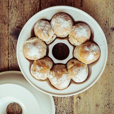 crown-bread-baker-black-03-amara