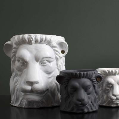 terracotta-lion-plant-pot-small-black-05-amara