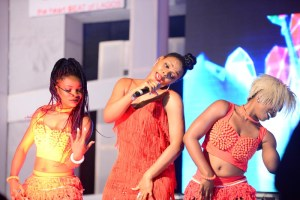 Yemi alade and Dancers