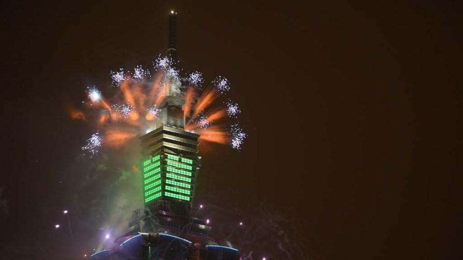 1460621894_Taipei_Tower_fireworks_top