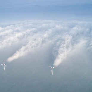 (a) 2050 An Energetic Odyssey_Offshore wind farm Horns Rev (Denmark), photo@ Christian Steiness