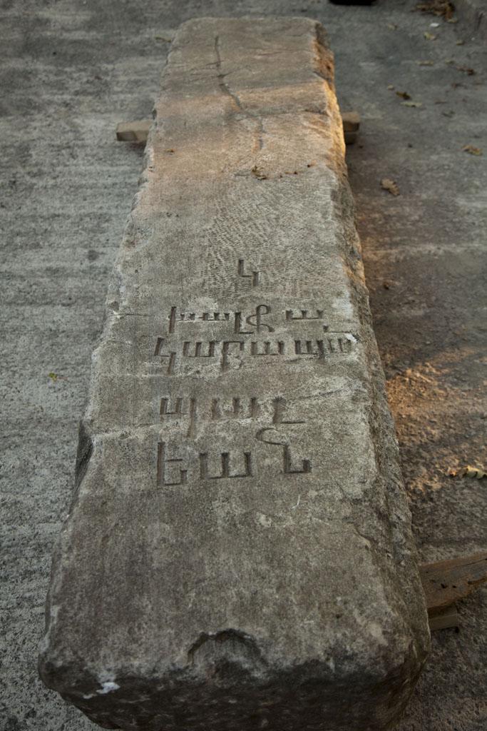Dolmabahçe Sarayı'nın mimarı Garabet Balyan'ın bir istimlak sırasında kaybolan mezar taşı