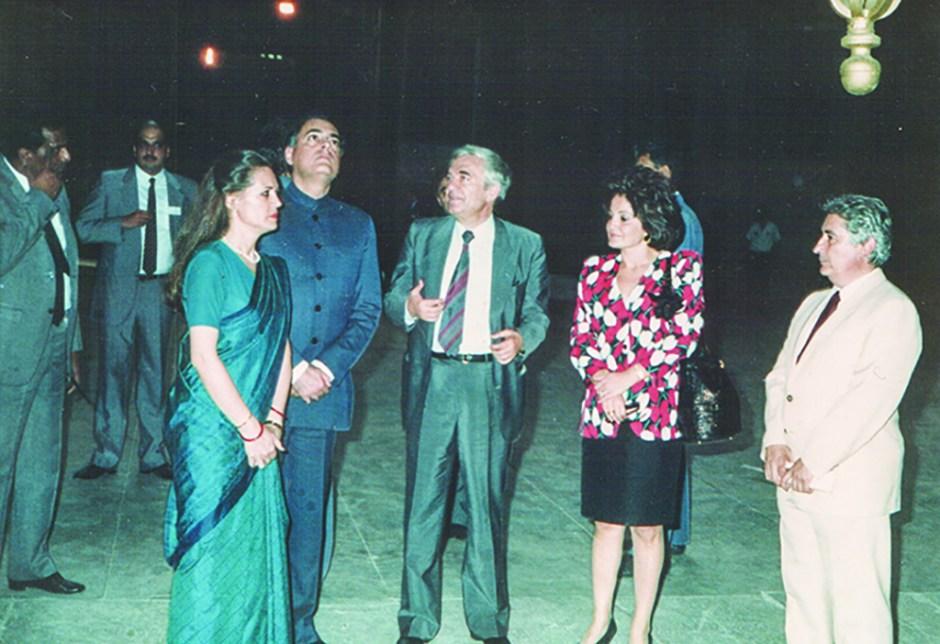 50-pakistan-basbakani-gandi-ve-esi-copy