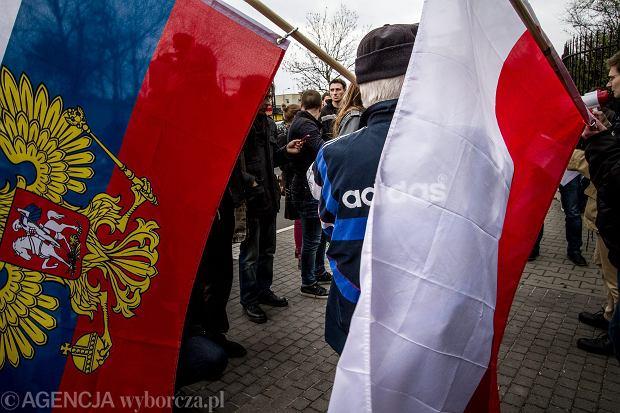 Pikieta poparcia dla polityki Putina pod konsulatem rosyjskim w Poznaniu