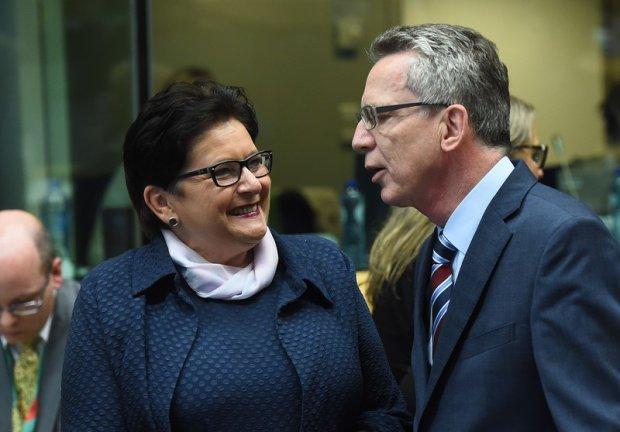 Ministrowie spraw wewnętrznych Polski i Niemiec: Teresa Piotrowska i Niemiec Thomas de Maiziere w Brukseli, 22.09.2015
