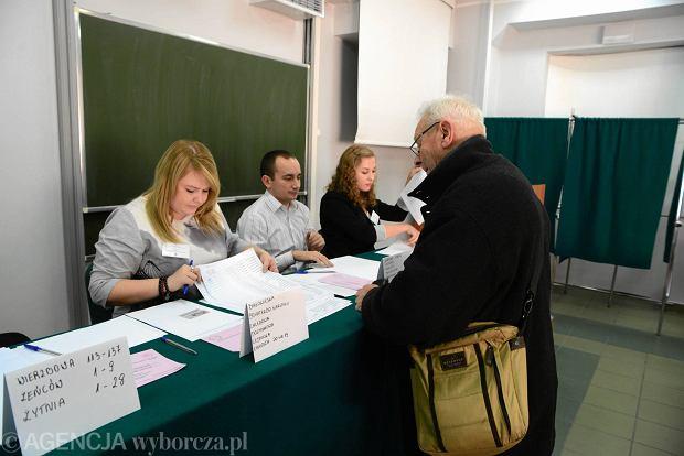 Komisja wyborcza w SP 53
