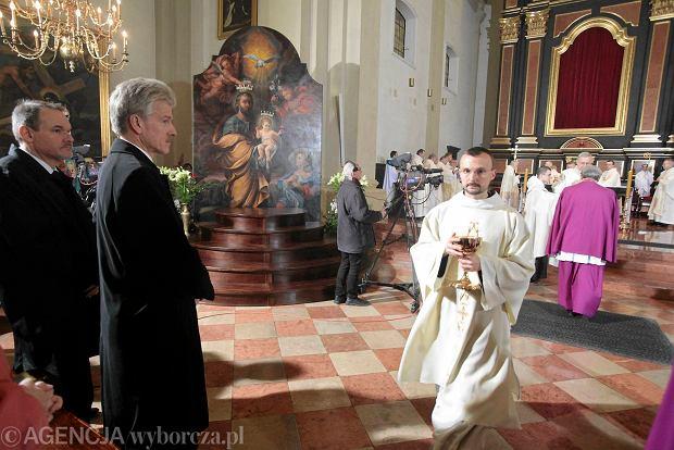 Kościół Karmelitów Bosych, wiceprezydent Poznania Tomasz Kayser i prezydent Poznania Ryszard Grobelny  podczas koronacji cudownego obrazu św. Józefa