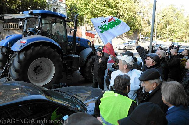 Przed szczecińską siedzibą ANR i budynkiem prokuratury okręgowej demonstrowali wczoraj