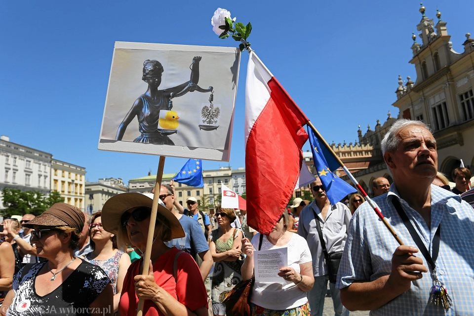 25.06.2017 r., Kraków, Rynek Główny. Na protest zapraszają Fryderyk Zoll i KOD Małopolska