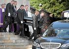 Prywatny pogrzeb Jana Kulczyka. Policja: 2,5 tys. osób na uroczystościach, pod kościołem i cmentarzem [ZDJĘCIA I WIDEO]