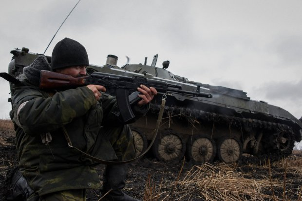 Poza żołnierzami na wschodniej Ukrainie nadal jest kilkaset czołgów, do tego pojazdy opancerzone i inny sprzęt wojskowy