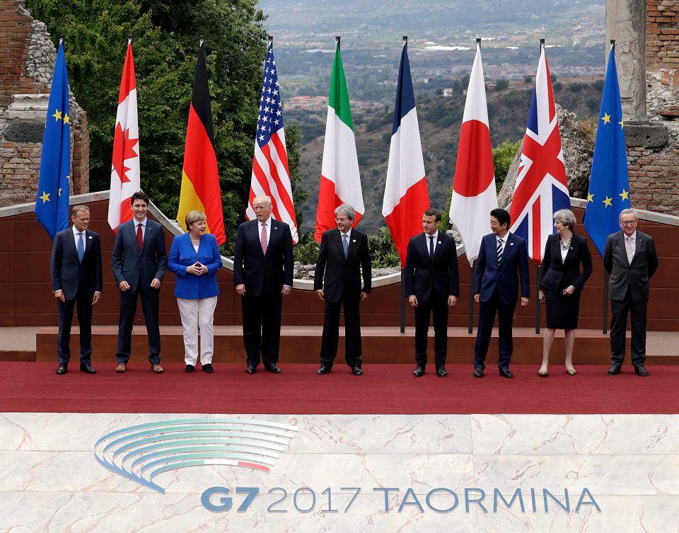 Uczestnicy szczytu w Taorminie podczas tradycyjnego 'family photo'.