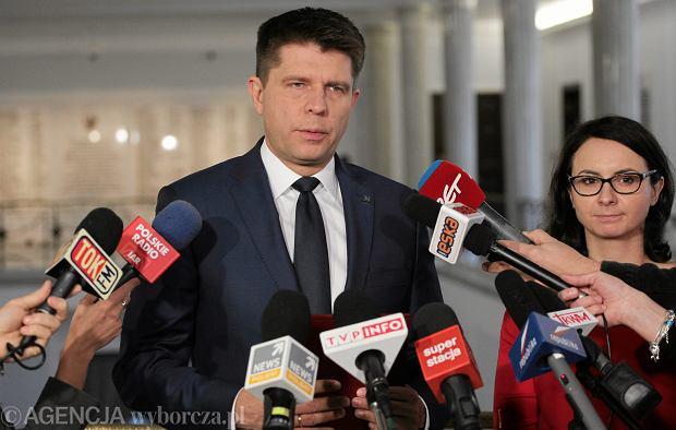Ryszard Petru z posłanką swojej partii Kamilą Gasiuk - Pihowicz w Sejmie