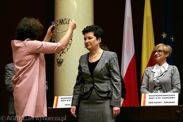 PiS chce odwołać m.in. prezydentów Warszawy (Hannę Gronkiewicz-Waltz z PO). Na zdjęciu: zaprzysiężenie na prezydenta Warszawy, 4 grudnia 2014 r.