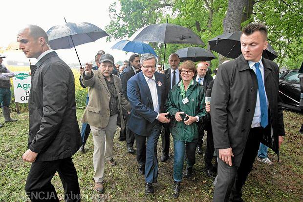 Prezydent Bronisław Komorowski podczas wizyty na obchodach Dni Pola w ramach kampanii wyborczej. Siedlec koło Kostrzyna, 20 maja 2015 r.