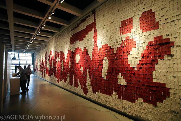 Ściana w ECS, na której zwiedzający ekspozycję mogą zawieszać karteczki, na których zapisują swoje wrażenia i komentarze