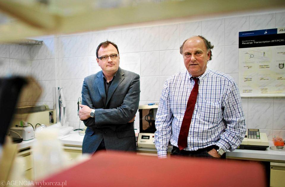 Od lewej: prof. Marcin Mycko i prof. Krzysztof Selmaj, neurolodzy z Uniwersytetu Medycznego w Łodzi, którzy badają stwardnienie rozsiane
