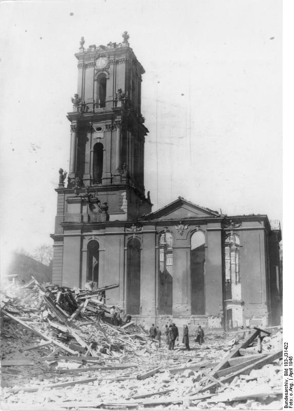 Ruiny kościoła garnizonowego w Poczdamie