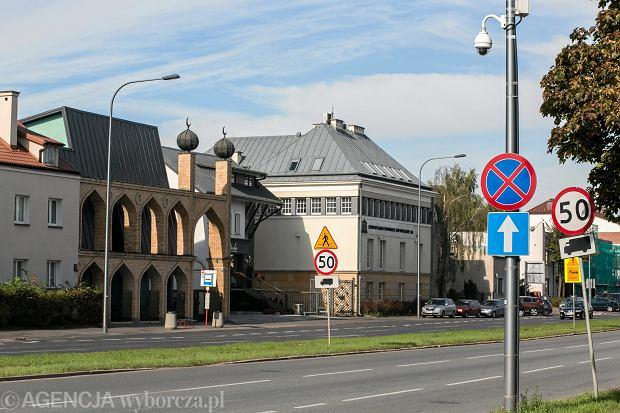 Kamery przed meczetem na ul. Wiertniczej w Warszawie