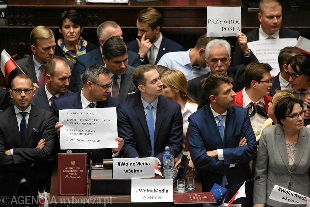 Blokada mównicy przez posłów opozycji