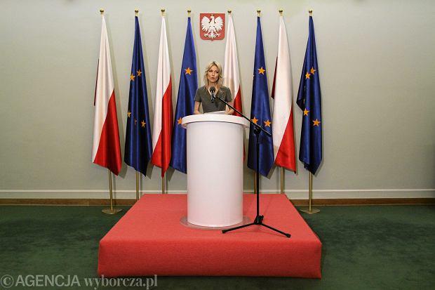 Magdalena Ogórek podczas konferencji w Sejmie