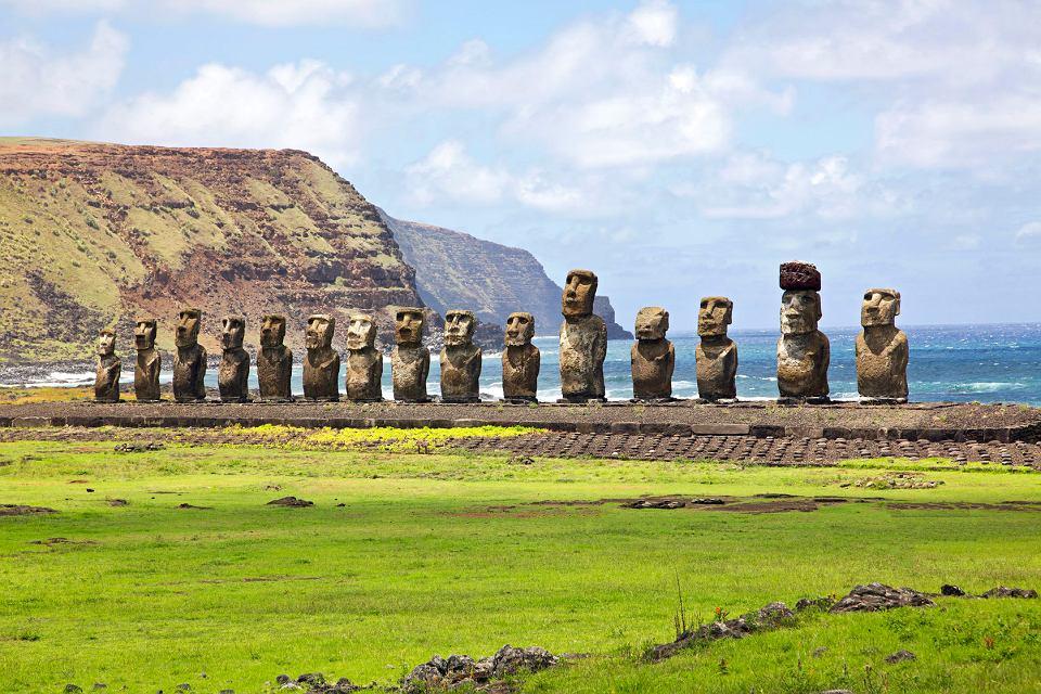 Znalezione obrazy dla zapytania posągi na wyspie wielkanocnej