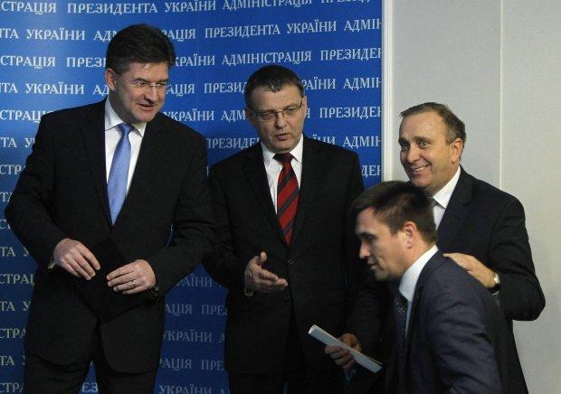 Ministrowie spraw zagranicznych (od lewej): Słowacji Miroslav Lajcak, Czech Lubomir Zaoralek, Polski Grzegorz Schetyna i Ukrainy Pawło Klimkin na spotkaniu 16 grunia 2014 r. w Kijowie