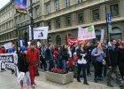 """Prekariusze protestowali w Warszawie: """"Umowy śmieciowe do kosza"""", """"Sprzątnij wyzysk"""""""
