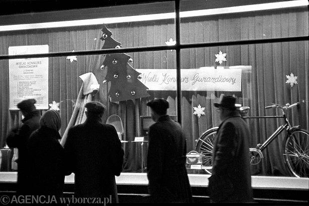 Warszawa rok 1957, wieczór przed wigilią