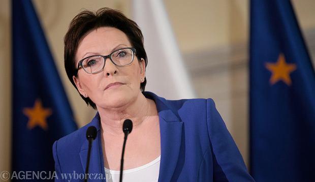 Premier Ewa Kopacz podczas krótkiego oświadczenia (10.06.2015 w KPRM) ogłosiła dymisje kilku ministrów i marszałka Sejmu - w związku z aferą taśmową