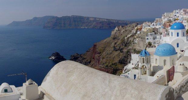 Widok na kalderę na Santorini - wyspę utożsamianą z mitologiczną Atlantydą